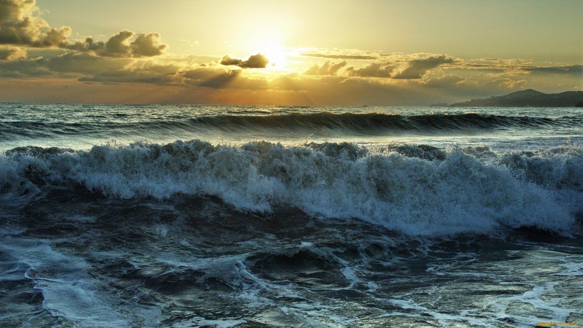море бушует фото красивые задают вопросы